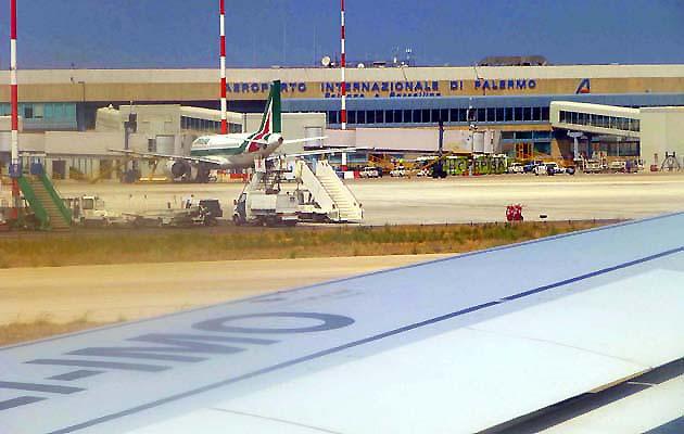 ファルコーネ・ボルセリーノ空港