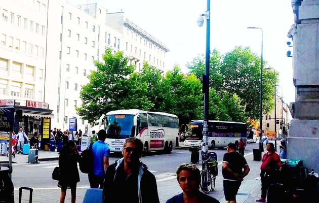 ミラノ中央駅横の空港行きシャトルバス乗り場
