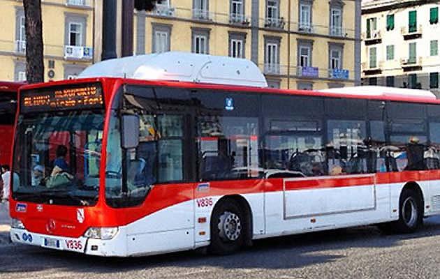 ナポリ市内のシャトルバス乗り場