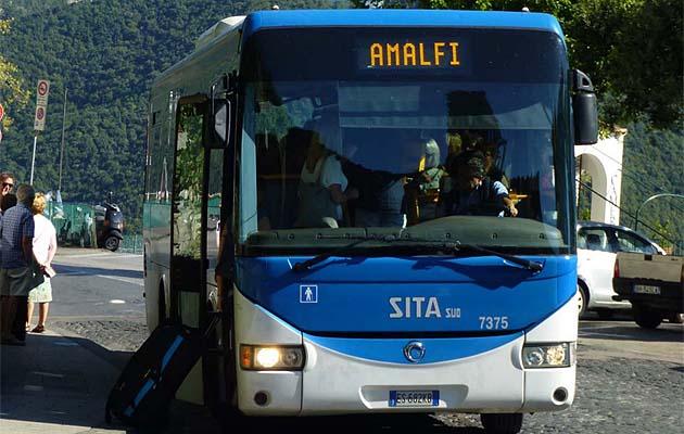 ラヴェッロのバス停留所、乗り場