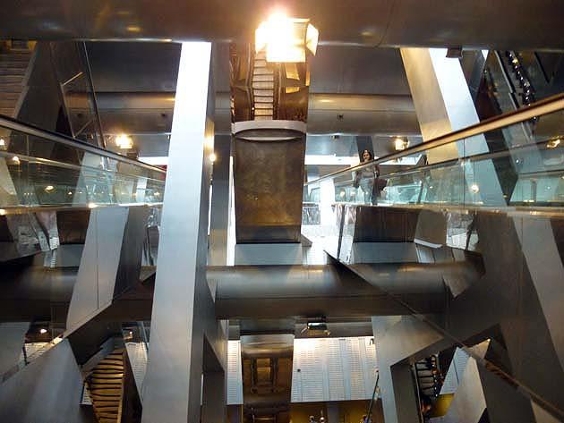 ナポリの地下鉄ガリバルディ駅