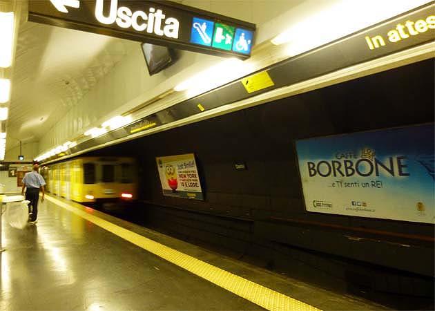 ナポリの地下鉄LINE1のダンテ駅