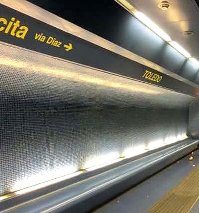 ナポリの地下鉄LINE1のトレド駅