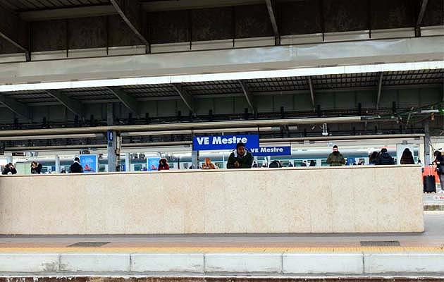 列車でヴェネツィア・メストレ駅へアクセス