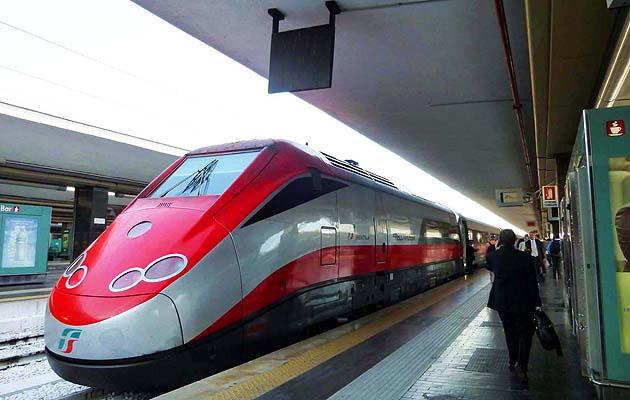 イタリアの高速列車フレッチャロッサ エグゼクティブ