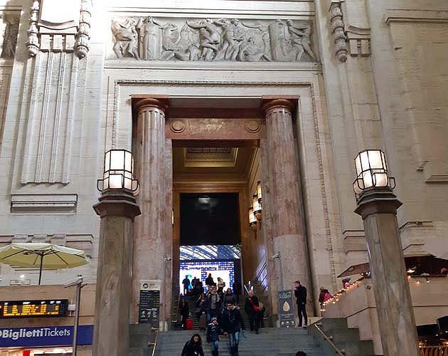 ミラノ中央駅の列車乗り場