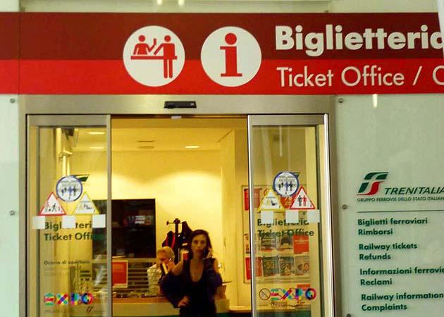 サレルノ駅の列車チケット売場