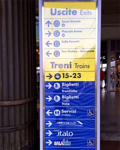 列車でヴェネツィアのサンタルチア駅へアクセス