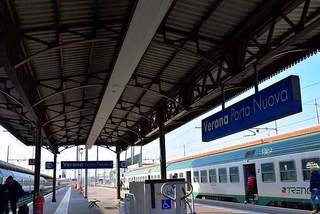 列車でヴェローナへアクセス ヴェローナPN駅