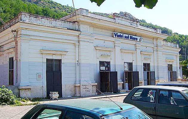 ヴィエトリ・スル・マーレ駅