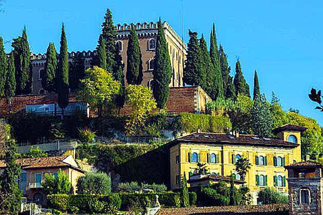 列車でヴェローナへアクセス ヴェローナの有名な観光スポット