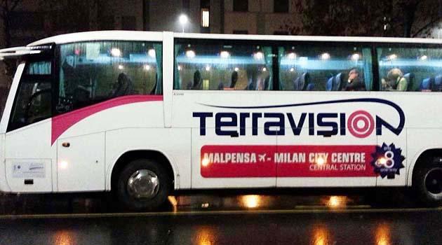 シャトルバスでミラノの空港から市内