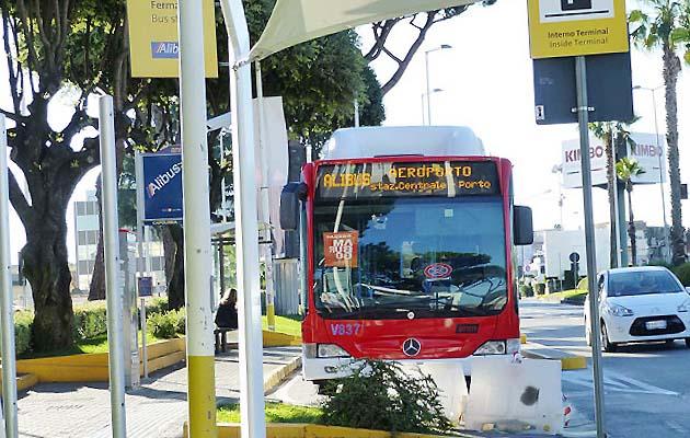 シャトルバスでナポリの空港からナポリ市内のアクセス