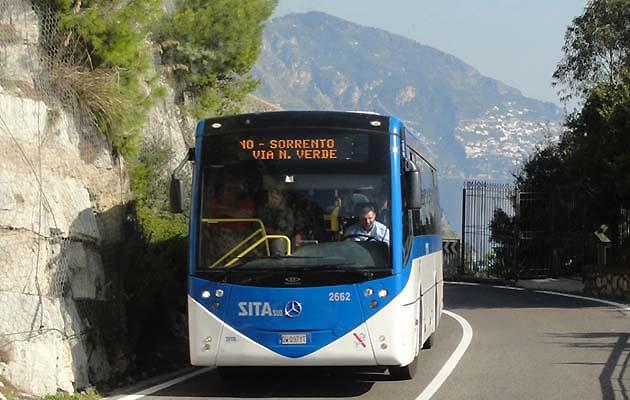 バスでポジターノへアクセス 南イタリア