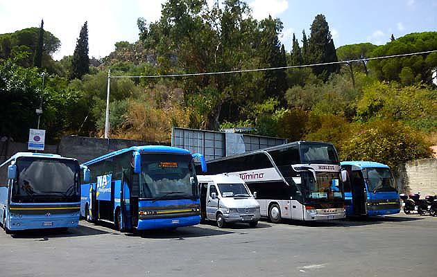 バスでタオルミーナへアクセス イタリア