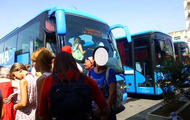 カターニアのタオルミーナ行きバス乗り場