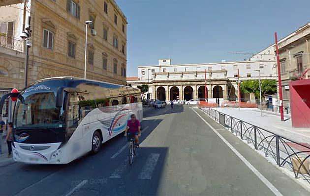 パレルモのアグリジェント行きバス乗り場
