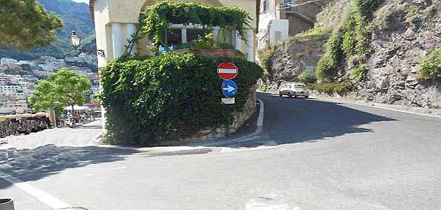 ポジターノのバス停留所Sponda