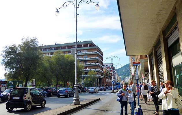 サレルノのバス停留所、乗り場