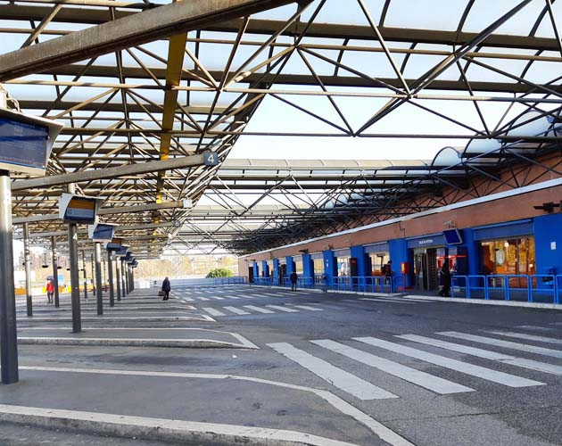 ポンテ・マンモロ駅のティヴォリ行きバス乗り場