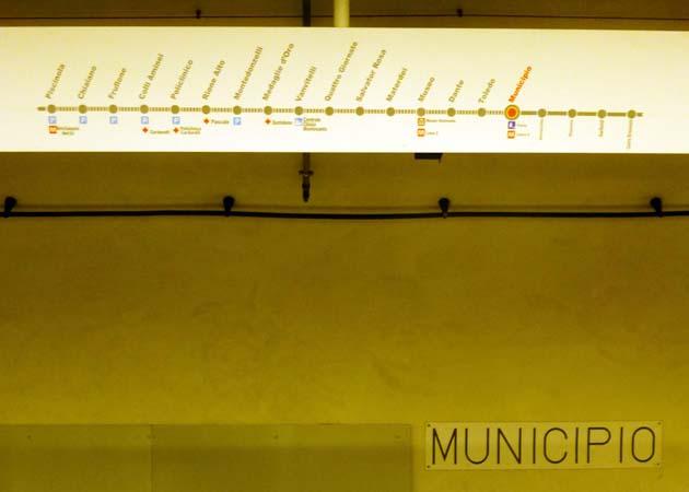 ナポリの地下鉄LINE1のムニチーピオ駅
