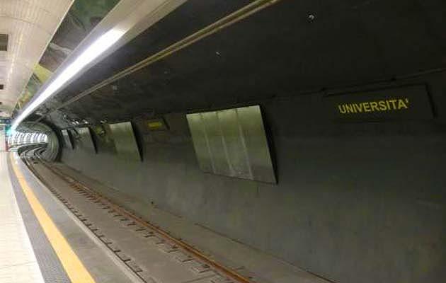 ナポリの地下鉄LINE1のウニヴェルシータ駅