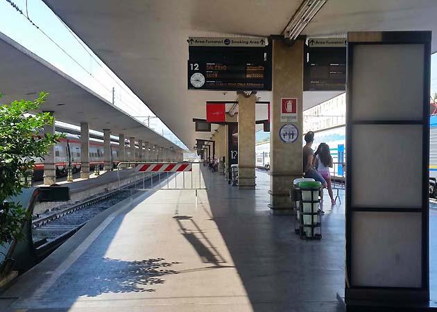 列車でフィレンツェ・サンタ・マリア・ノヴェッラ駅へアクセス