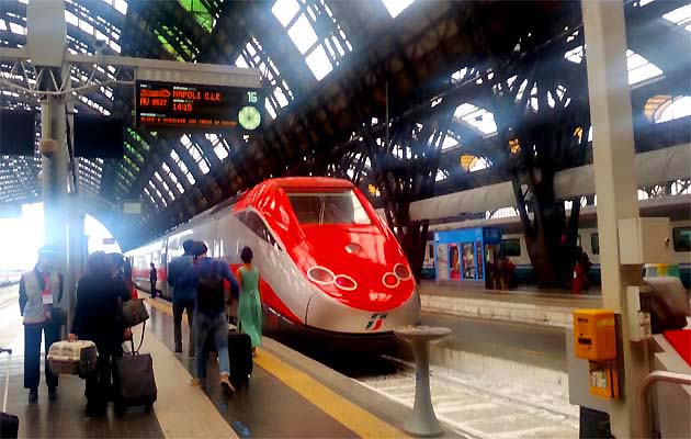 イタリアの駅で列車に乗る方法