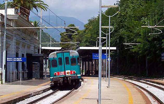 列車でヴィエトリ・スル・マーレ駅へ