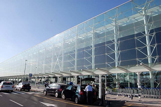 カターニア フォンタナ・ロッサ空港 入国・出国手続ガイド