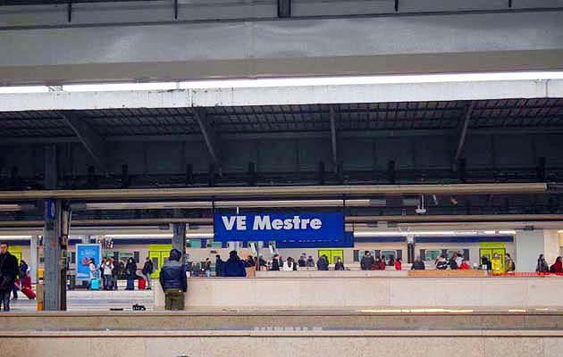 列車でヴェネツィアへアクセス ヴェネツィア・メストレ駅