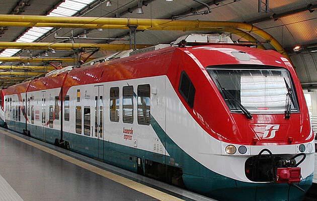 列車でローマの空港駅からローマ・テルミニ駅へアクセス
