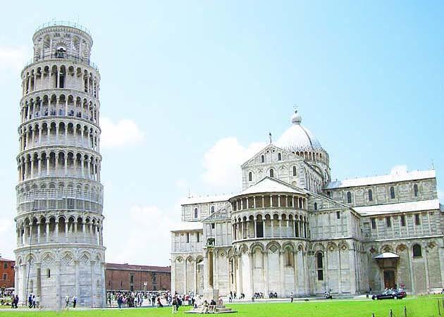 ピサの斜塔とピサ大聖堂(ドゥオモ)
